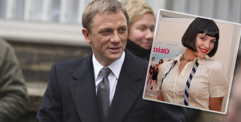 Daniel Craig som James Bond och Gemma Arterton